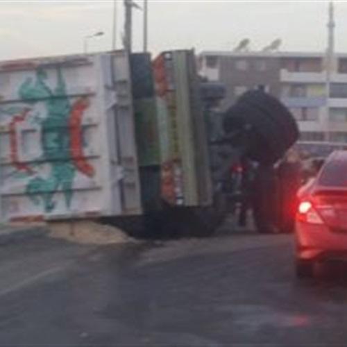 صدى العرب: شلل مرورى إثر انقلاب سيارة محملة بالأسمنت بطوخ