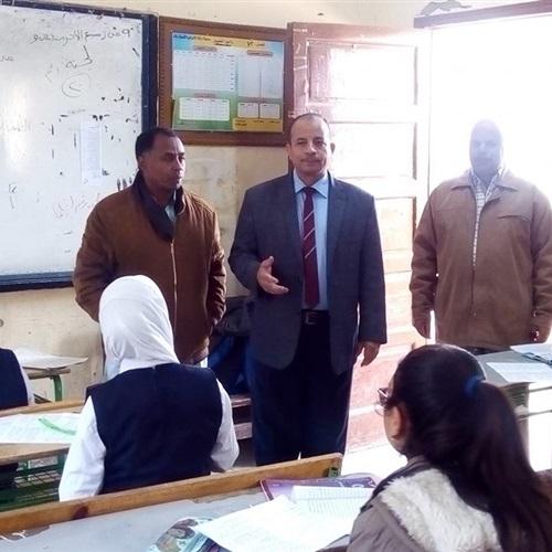 صدى العرب:   وكيل وزارة التربية والتعليم يتفقد لجان امتحانات الشهادة الإعدادية بقنا